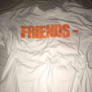 Väldigt bra vlone T-shirt kopia, inga cracks eller något. Kan skicka vart som helst med eller utan spårbart, men du står för frakten! Pm för mer info