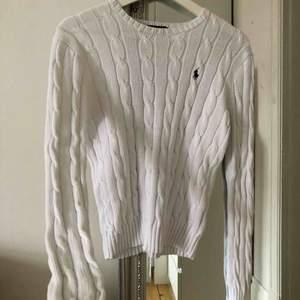 Kabelstickad tröja ifrån Ralph Lauren, inga hål eller defekter💫