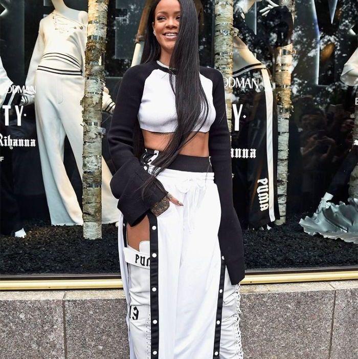 Buda! Tear away track pants från Rihannas egna FENTY kollektion (slutsåld). Oversized strl. Helt nytt skick, köparen står för frakten🤍. Jeans & Byxor.