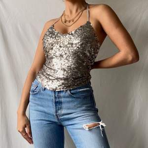 🌊 LOVELY LITTLE THIN STRAPPED GREY/BEIGE SEQUIN TANK TOP WITH DESIGN AT BACK  • SIZE - EU 34/ XS • BRAND - Hollister • MATERIAL - Nylon and Mesh  MY MEASUREMENTS • Height 161cm / 5'3