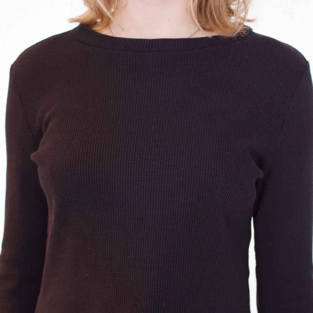 Super söt svart tröja från Monki! Tajt passform som är lite lösare nedtill. Tröjan är i bomullstyg i storlek M! Använt endast ett par gånger tidigare så den är i gott skick!🥰. Toppar.