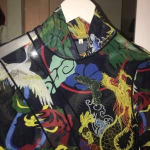 Jätte cool mesh tröja med coolt mönster💛❤️💚❤️💙 angel><hm
