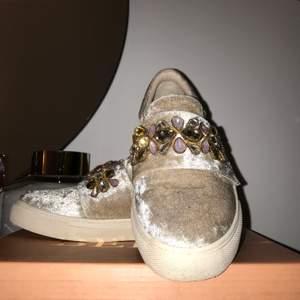 Säljer min beiga skor som jag använde endast 3 gånger! 😍