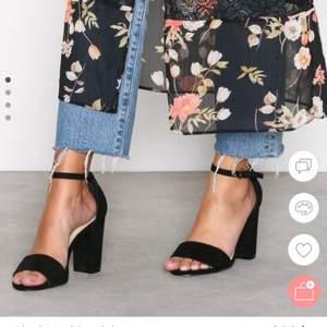Någon som vill byta ett par nelly block heel sandal klackar i storlek 38 till storlek 37? Vill endast byta. Dom är helt nya inte ens använda men har haft dom hemma så pass länge att jag ej kan byta