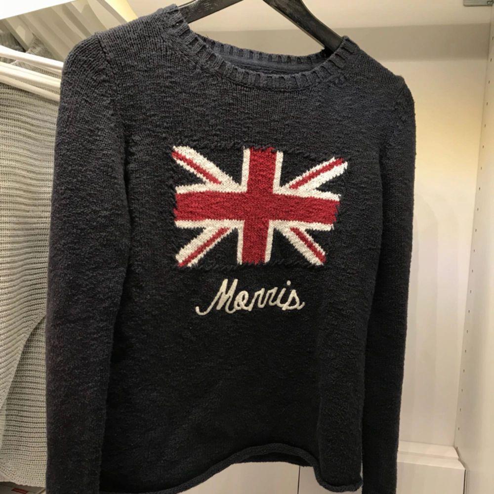 Säljer min supersköna Morris tröja. Aningen nopprig men inget jag stör mig på.  Inte använd på ett år minst.   Nypris 1200kr köptes på NK i Göteborg   Släpper nu för 150kr. Huvtröjor & Träningströjor.