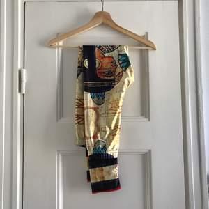 Tights med egyptiska mönster. Aldrig använda, fint skick. Storlek small/medium, damstorlek. Levereras nytvättade. Postas endast, 35kr. Mvh Marija
