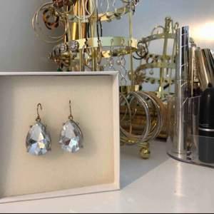 Diamantörhängen!🤩 hämtas i Stockholm eller fraktas❤️ asken ingår ej😬🥰