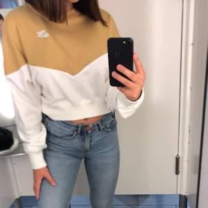 Säljer min snygg Nike tröja. Den sitter perfekt och den är väldigt skön, inte använd alls många gånger. Hör av er om ni önskar mer information 🥰💓💓