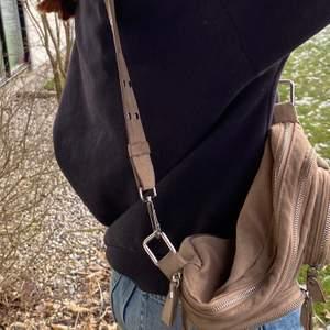 Fin väska från Gina tricot, fint skick och frakten ingår i priset. ❤️