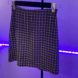 Kjol från HM i strl XS❤️ budgivning i DM, väldigt bra skick och bra och stretchigt material❤️