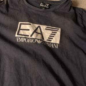 En ny Ea7 tshirt, för liten därför jag säljer. 60kr frakt