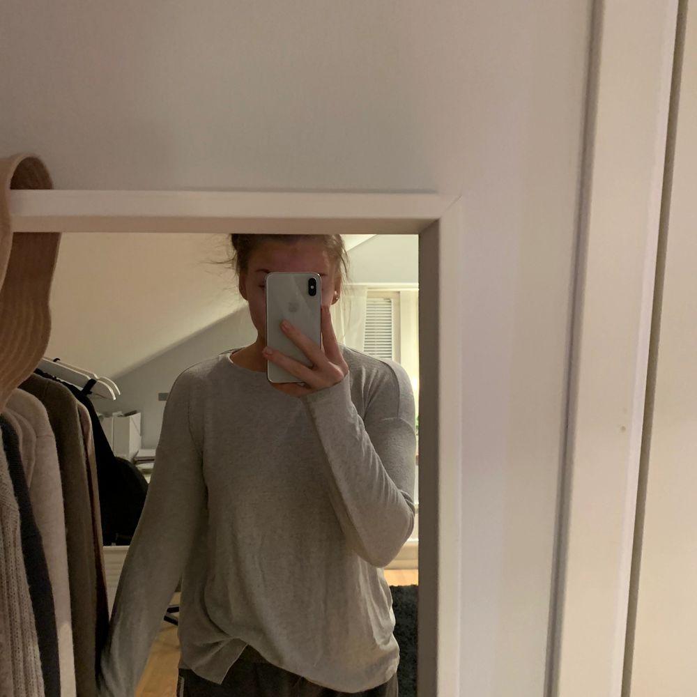 Fin tröja från en butik i Spanien. Köparen står för frakt. Tröjor & Koftor.