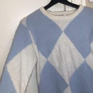 En snygg rutig blå tröja från na-kd bara använd 1 gång