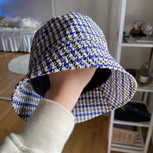 Fetaste bucket hatten från Arket. Använd en gång, felfri