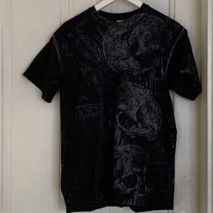ascool T-shirt med tryck. nyskick, strl L man. 85 kr + frakt eller mötas i gävle✨