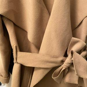 Fin fleece kappa i brun/beige