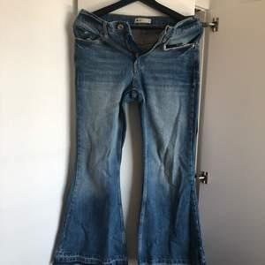Ett par perfect Jeans från Gina tricot, storlek xs