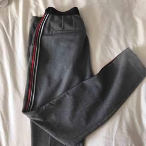 Kostymbyxor från Zara. Ganska små i storleken. Kan leverera gratis om du bor i Sollentuna, annars står köparen för frakten ⚡️⚡️⚡️