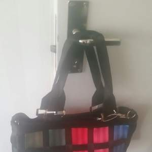 Jag säljer ny oanvänd väska som fattas dubbel axel.