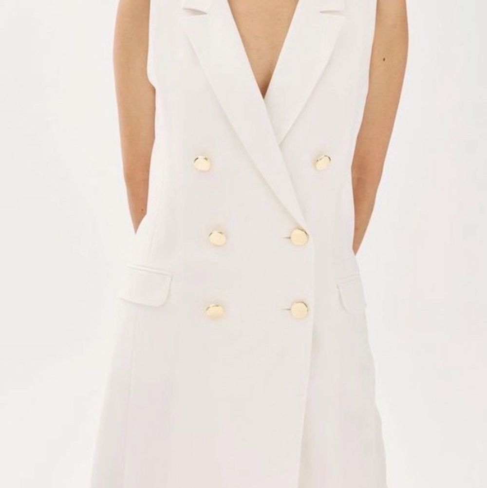 Topshop white longline sleeveless double breasted blazer dress. Can be worn as long waistcoats over jeans & shorts. Size 36. Perfect condition, never worn.. Klänningar.
