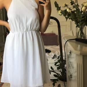 vit make way klänning! Använt en gång🤍 är stretchig och står storlek 42, sitter som M! + Frakt  👼🏼
