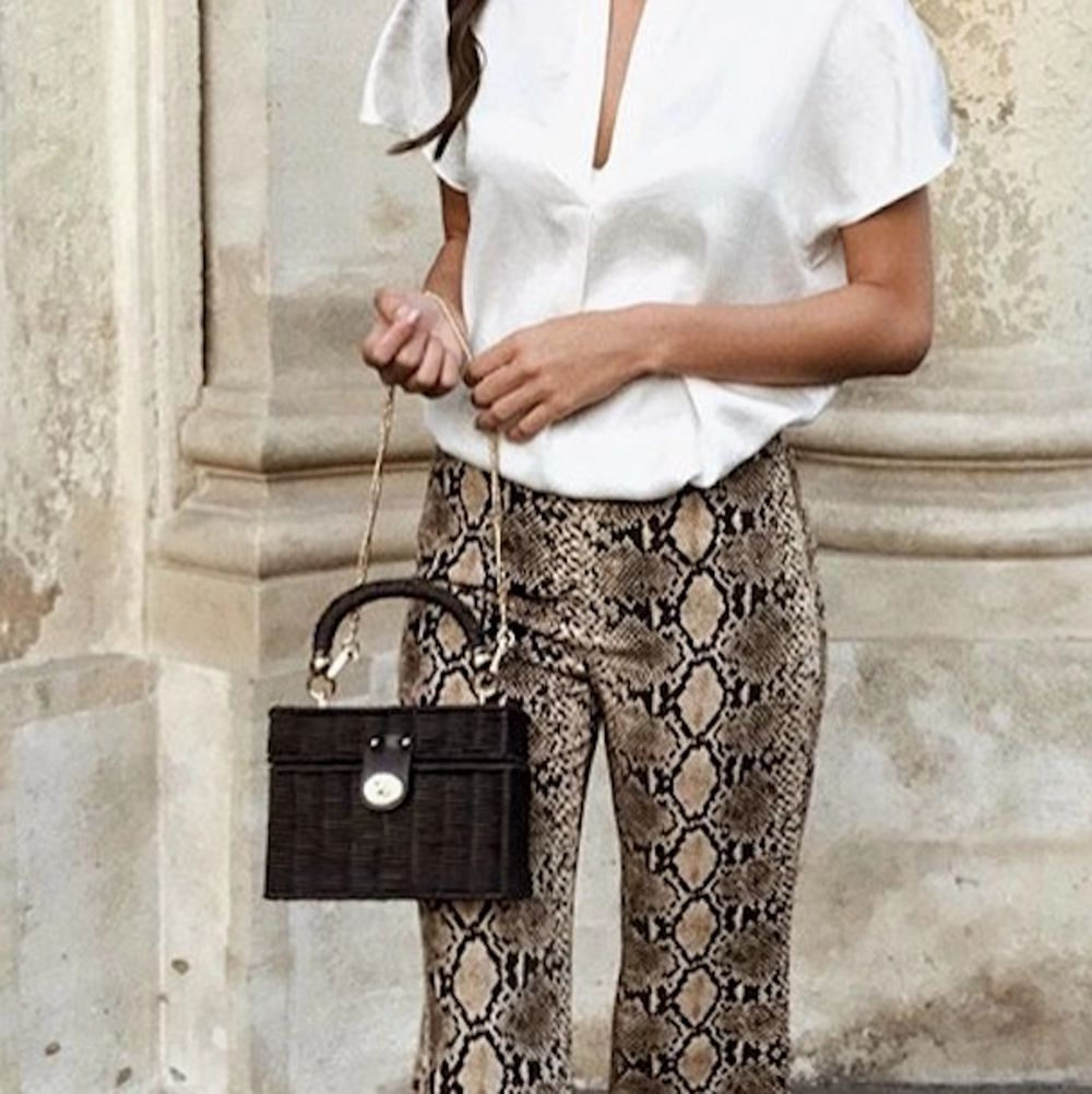Zara long snake print trousers. Very comfortable! Waist band. It can easily fit S / M sizes. Popular blogger trousers! Sold out! Excellent condition. Size S  Please check out my other items! :). Jeans & Byxor.