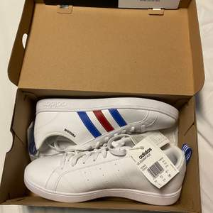 skitsnygga freddie skor från adidas, storlek 42 2/3. aldrig använda pga fel storlek. köpare står för frakt :3