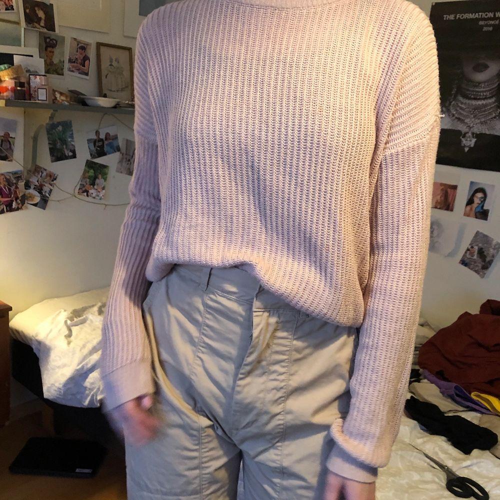 En virkad/stickad tröja från brandy Melville 💗 puderrosa färg . Tröjor & Koftor.