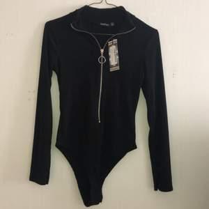 Helt ny bodysuit från boohoo med dragkedja.