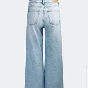 Fina vida jeans från bik bok, tvättade en gång och endast testade. Säljer då de inte är min stil ❤️