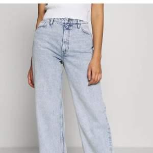 Säljer dessa jeans! Alldeles nya från monki. Säljes pga alldeles försmå. Buda🥰