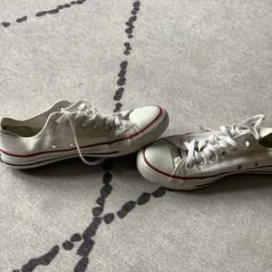 Snygga converse skor i storlek 40. Dm för fler bilder på skorna