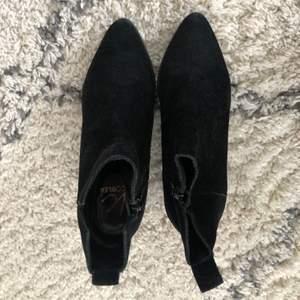 Sparsamt använda höst boots från Nilson shoes. Nypris  1000kr