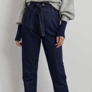 Säljer dessa super fina jeans från Gina tricot, tyvärr har de aldrig kommit till användning. Nyskick i storlek 36. Pris kan diskuteras