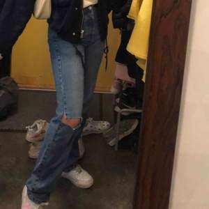 Ett par snygga jeans från pull&bear, buda!!! Säljer pga för små