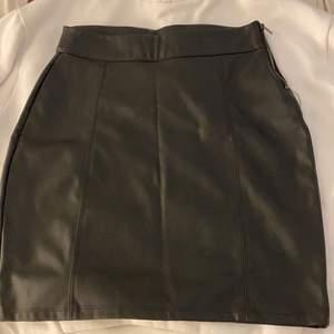 Skin kjol ifrån ginatricot köpt för 299kr säljs för 120kr