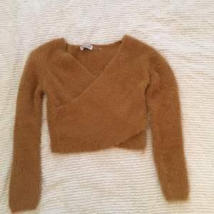 Superfin stickad tröja från fashion nova. Använd fåtal gånger. Pris exklusiv frakt. Går att pruta😁