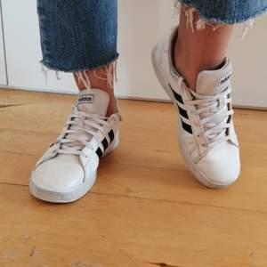 Fina Adidas skor i använt skick i storlek 38