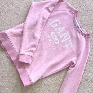 Rosa gant tröja. Använd 2-3 år, ej regelbundet. Säljer pga för liten. Köpare står för frakt. Kan skicka fler bilder privat, om så önskas.