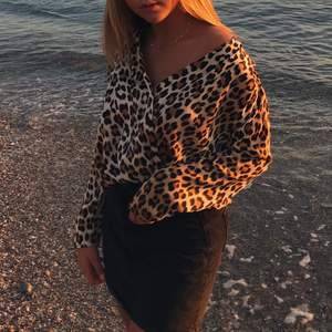 Body med leopard print från Zara. Mycket bra skick. Nypris är 399kr. Mitt pris är 130kr💕