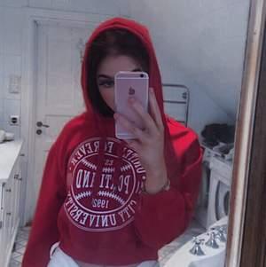 Mysig hoodie, dock kort för mig i armarna! Fint plagg man kan styla till mkt💗💗💗