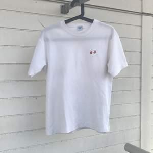 SUPERFIN vintage asics T-shirt!! Har endast använt den en gång.  30 kr frakten.