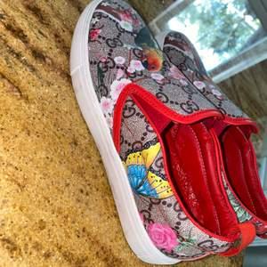 Hej säljer mina Gucci skor på grund av fel storlek känns att det är en stor 36