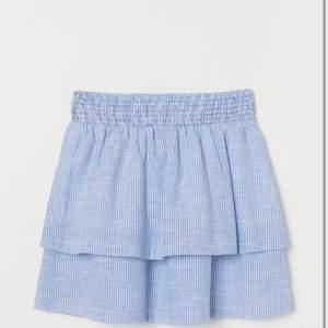 Superfin kjol, slutsåld i nästan alla storlekar, buda från 150kr
