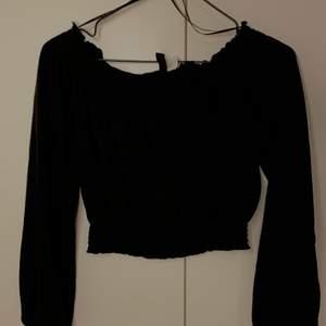 Jättefin offshoulder tröja från HM. Använd 1 gång bara. Superfint skick. Fraktats mot fraktkostnad.