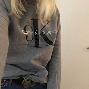 Försöker mig på att sälja den gamla godingen, en Calvin Celin tröja i fint skick, strl S!