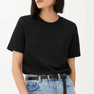 Brand new black heavy weight t-shirt from Arket, still has price tag on, price new 390 SEK. Size XS, will fit S too as style is oversize.