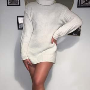 Stickad vit tröja med en polo krage. Aldrig använd🖤Frakt tillkommer