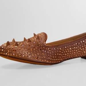 Helt nya ballerina skor, finns i storlek 39 & 40. Nämn vilken storlek ni önskar. Pris 250kr/st