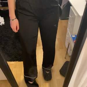 Pyjamasbyxor från Gina Tricot i storlek XS. Köparen står för frakt!!